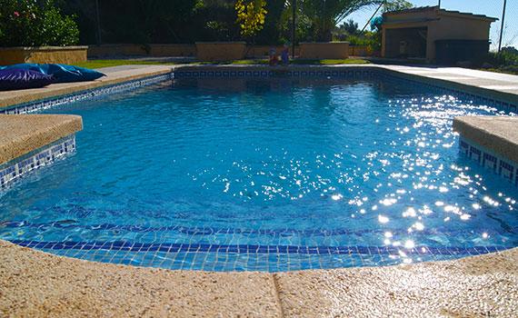 Casa calido kiezen voor rust en ontspanning - Ontwikkeling rond het zwembad ...